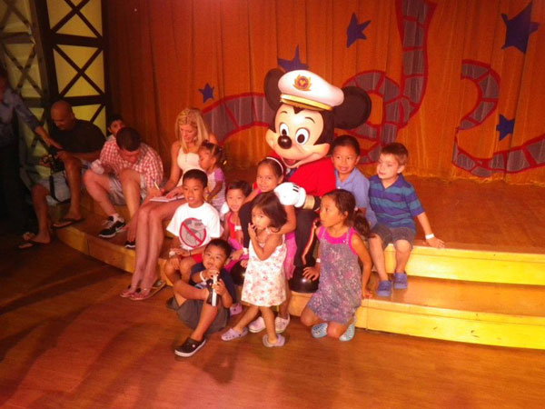 Mickey-Mouse-meet-and-greet